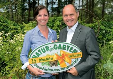 """Natur im Garten erobert Vorarlberg: DI Giesela Gundacker von der Initiative """"Natur im Garten"""" und Landeshauptmann-Stellvertreter Mag. Wolfgang Sobotka (v.l.n.r.)"""