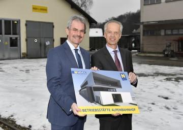 Freuen sich über das Neubauprojekt der NÖVOG am Alpenbahnhof in St. Pölten: Verkehrs-Landesrat Mag. Karl Wilfing und NÖVOG-Geschäftsführer Dr. Gerhard Stindl. (v.l.n.r.)