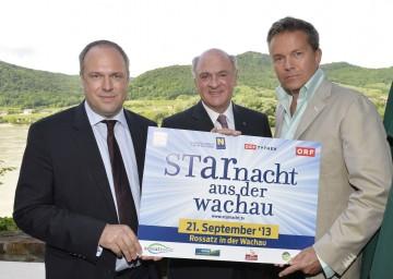 """Die \""""Starnacht aus der Wachau\"""" findet heuer zum zweiten Mal statt. Im Bild Landeshauptmann Dr. Erwin Pröll mit ORF-Finanzdirektor Mag. Richard Grasl und Moderator Alfons Haider."""