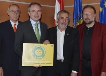 "Botschafter Dr. Ferdinand Trauttmannsdorff, LR Dr. Stephan Pernkopf, Univ.Prof. Dr. Wolfgang Kromp und DI Andreas Molin (v.l.n.r.) beim \""Anti-Atomgipfel\"" in St. Pölten."
