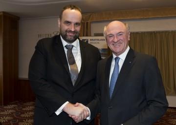 Landeshauptmann Dr. Erwin Pröll mit dem Vorsitzenden des Selbstverwaltungskreises Bratislava, Ing. Bc. Pavol Freso.