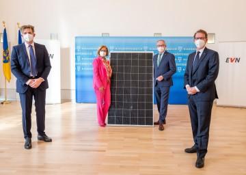 Von links nach rechts: EVN-Vorstandsdirektor Franz Mittermayer, Landeshauptfrau Johanna Mikl-Leitner, LH-Stellvertreter Stephan Pernkopf und EVN-Vorstandsdirektor Stefan Szyszkowitz