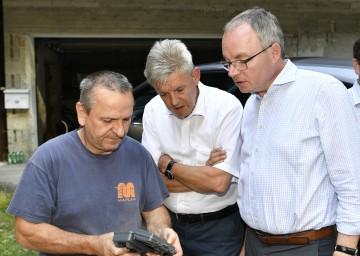 LH-Stellvertreter Stephan Pernkopf (rechts) und Landtagsabgeordneter Hermann Hauer (Mitte) informierten sich vor Ort.