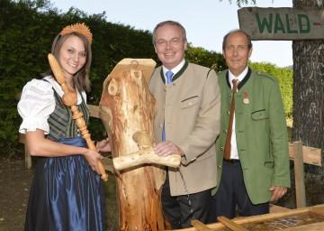 Landesrat Dr. Stephan Pernkopf beim Holzkirtag in Kleinzell.