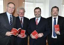 Im Bild von links nach rechts: Zweiter Landtagspräsident Gerhard Karner, Karl Lengheimer, Landtagspräsident Hans Penz, Thomas Obernosterer.