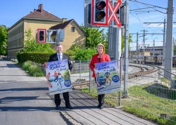 Landesrat Ludwig Schleritzko und NÖ Bahnen-Geschäftsführerin Barbara Komarek präsentierten neue Kampagne für mehr Sicherheit an Eisenbahnkreuzungen