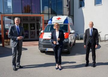 Besuchten die Rot Kreuz Bezirksstelle Baden: Landeshauptfrau Johanna Mikl-Leitner mit Arbeitsminister Martin Kocher (rechts) und Landesrat Martin Eichtinger (links).