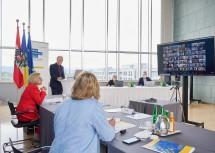 Landeshauptfrau Johanna Mikl-Leitner, die Geschäftsführerin der Musik- und Kunstschulen Niederösterreichs Michaela Hahn und Martin Lammerhuber, Geschäftsführer Kultur.Region Niederösterreich, beim Online-Gipfel.