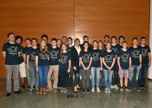 Landesrätin Barbara Schwarz mit den Teilnehmerinnen und Teilnehmern der Bundeschemieolympiade aus allen Bundesländern und Südtirol beim Empfang im NÖ Landhaus