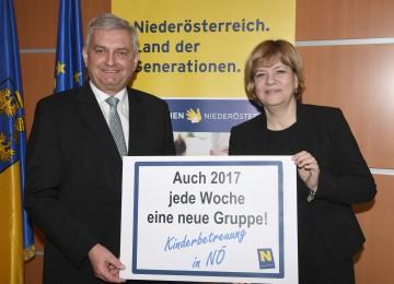 NÖ Gemeindebund-Präsident Mag. Alfred Riedl und Familien-Landesrätin Mag. Barbara Schwarz informierten über den Ausbau der Kinderbetreuungseinrichtungen in Niederösterreich (v.l.n.r.)