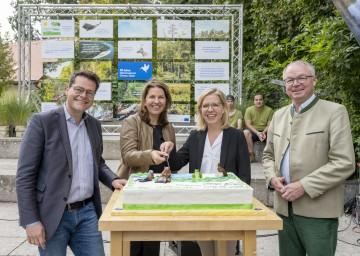 Im Bild von links nach rechts: Stadtrat Jürgen Czernohorszky, Nationalparkdirektorin Edith Klauser, Bundesministerin Leonore Gewessler und LH-Stellvertreter Stephan Pernkopf