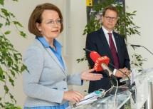 Landesrätin Christiane Teschl-Hofmeister und EVN Vorstandsdirektor Stefan Szyszkowitz am Podium.