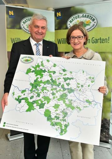 """Im Bild von links nach rechts: """"Natur im Garten""""-Präsident Mag. Alfred Riedl und Landeshauptmann-Stellvertreterin Mag. Johanna Mikl-Leitner."""