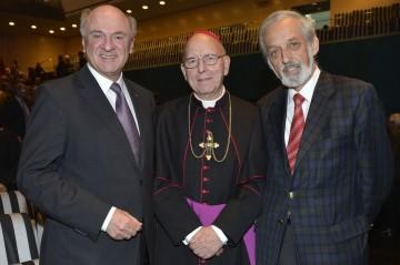 Landeshauptmann Dr. Erwin Pröll, Diözesanbischof DDr. Klaus Küng und Prof. Heinz Nußbaumer (v.l.n.r.) nahmen im Festspielhaus St. Pölten an einer Feierstunde für Pfarrgemeinderäte teil.