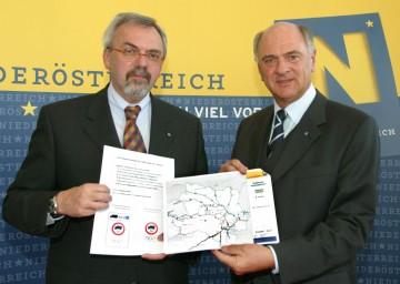 Auf fünf nicht mautpflichtigen Straßen in NÖ wird ein Fahrverbot für LKW über 3,5 Tonnen eingeführt. Diese Maßnahmen präsentierten heute LH Dr. Erwin Pröll und der oberste Verkehrsplaner des Landes, Prof. Friedrich Zibuschka.