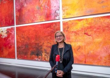 """Die Aktionskunst von Hermann Nitsch sei """"weltbekannt, und es ist schon etwas ganz Besonderes, so ein Museum hier bei uns zu haben"""", meinte Landeshauptfrau Johanna Mikl-Leitner anlässlich der Eröffnung der neuen Nitsch-Ausstellung in Mistelbach."""