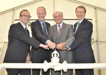 Der Geschäftsführer der Gas Connect Austria (GCA), Mag. Dr. Harald Stindl, Aufsichtsrats-Vorsitzender DI Hans Peter Floren, Landeshauptmann Dr. Erwin Pröll und GCA-Geschäftsführer Ing. Mag. Stefan Wagenhofer (v.l.n.r.) eröffneten heute, 21. Juni, die neue Verdichterstation in Baumgarten an der March.