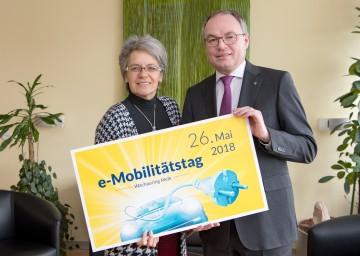 Wirtschafts-Landesrätin Petra Bohuslav und LH-Stellvertreter Stephan Pernkopf freuen sich auf den e-Mobilitätstag am 26. Mai am Wachauring in Melk. (v.l.n.r.)