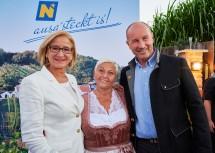 Landeshauptfrau Johanna Mikl-Leitner und Jazz Gitti mit Hausherr Michael Fuchs