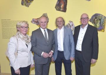 "Vor den \""Reißbildern\"": Elisabeth Pröll, Landeshauptmann Dr. Erwin Pröll, Leopold Kogler und Direktor Mag. Carl Aigner. (v.l.n.r.)"