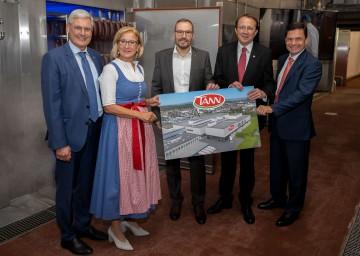 Eröffnung des neuen TANN-Werkes in St. Pölten, im Bild von links nach rechts: SPAR-Vorstand Hans K. Reisch, Landeshauptfrau Johanna Mikl-Leitner, der Leiter des TANN-Fleischwerkes Leopold Scharner, Bürgermeister Matthias Stadler und SPAR-Vorstandsvorsitzender Friedrich Poppmeier.