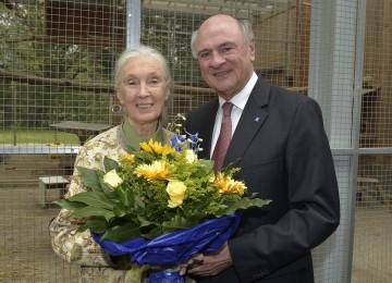 Landeshauptmann Dr. Erwin Pröll mit der weltbekannten Schimpansenforscherin Jane Goodall.