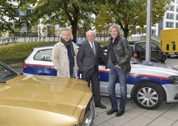 Am Set im Regierungsviertel in St. Pölten: Stefan Jürgens (als Major Carl Ribarski), Landeshauptmann Dr. Erwin Pröll und Gregor Seberg (als Oberstleutnant Helmuth Nowak). (v.l.n.r.)