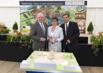 Landeshauptmann Dr. Erwin Pröll mit Bürgermeisterin Brigitte Ribisch (m.) und Vamed-Generaldirektor Dr. Ernst Wastler.