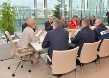 Intensive Gespräche während des Sicherheitsgipfels im NÖ Landhaus.