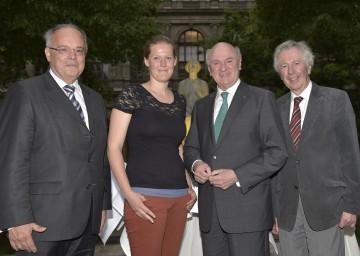 """Beim """"Niederösterreich-Abend"""" an der Universität Wien: Rektor Dr. Heinz W. Engl, Studentin Kim Kortekaas, Landeshauptmann Dr. Erwin Pröll und der Schriftsteller Alfred Komarek (v. l. n. r.)."""