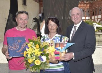 Besucher-Ehrung auf der Schallaburg: Kajten und Kunigunde Scheinhart sowie Landeshauptmann Dr. Erwin Pröll. (v.l.n.r.)