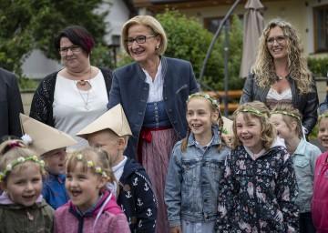 Landeshauptfrau Johanna Mikl-Leitner eröffnete den neuen Kindergarten in Hofamt Priel.