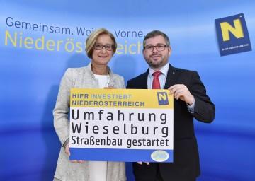 Landeshauptfrau Johanna Mikl-Leitner und Landesrat Ludwig Schleritzko: Nächster Meilenstein in der Umsetzung der Umfahrung Wieselburg.