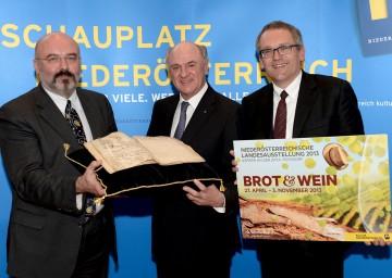 Landeshauptmann Dr. Erwin Pröll, Landesausstellungs-Geschäftsführer Kurt Farasin und Kurator Dr. Hannes Etzlstorfer