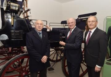 Das Kutschemuseum in Laa/Thaya eröffneten Direktor Wolfgang Satzer, Landeshauptmann Dr. Erwin Pröll und Bürgermeister Ing. Manfred Fass. (v.l.n.r.)