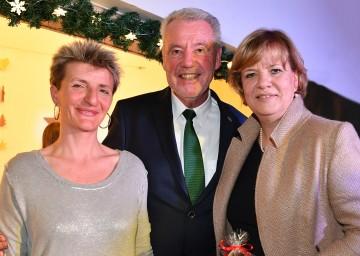 Im Bild von links nach rechts: Direktorin Astrid Leeb, Bürgermeister Mag. Klaus Schneeberger, Bildungs-Landesrätin Mag. Barbara Schwarz