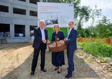 Von links nach rechts: Der Kremser Bürgermeister Reinhard Resch, Landeshauptfrau Johanna Mikl-Leitner und EVN-Vorstandssprecher Stefan Szyszkowitz.