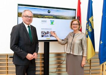 Landeshauptfrau Johanna Mikl-Leitner und LH-Stellvertreter Stephan Pernkopf laden zum 1. NÖ Klima-Advent auf der Plattform www.klimawandeln.at ein.