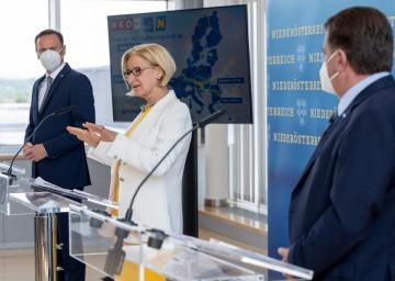 Landeshauptfrau Johanna Mikl-Leitner, Landesrat Jochen Danninger (links) und WKNÖ-Präsident Wolfgang Ecker präsentierten die neue Export- und Internationalisierungsstrategie 2027.