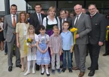 Neueröffnung der Schule in Zellerndorf mit Bürgermeister Markus Baier, Bildungs-Landesrätin Mag. Barbara Schwarz, Direktor OSR Wilhelm Ostap, BEd und Landeshauptmann Dr. Erwin Pröll. (Mitte, v.l.n.r.)