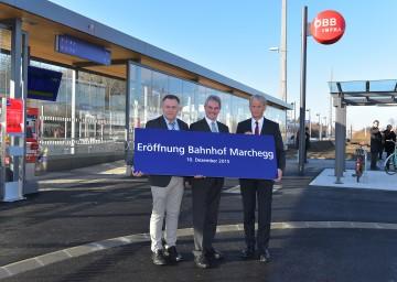 Im Bild von links nach rechts: Bürgermeister Gernot Haupt, Verkehrs-Landesrat Mag. Karl Wilfing, ÖBB-Infrastruktur Chef Franz Bauer