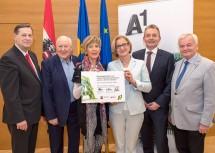 Im Bild von links nach rechts: Hannes Bauer, Karl Blecha, Ingrid Korosec, Landeshauptfrau Johanna Mikl-Leitner, Marcus Grausam und Herbert Nowohradsky.