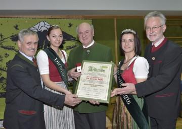 Pielachtaler-Ehrenring in Gold für Landeshauptmann Dr. Erwin Pröll (3. v. l.), überreicht u. a. durch Bürgermeister Anton Gonaus (1. v. l.) und Gerhard Hackner, Obmann des Tourismusverbandes Pielachtal (5. v. l.)