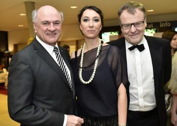 Bei der Verleihung des Österreichischen Filmpreises in Grafenegg: Landeshauptmann Dr. Erwin Pröll mit den Präsidenten der Österreichischen Filmakademie, Ursula Strauss und Stefan Ruzowitzky.