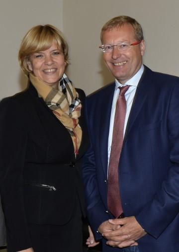Landesrätin Mag. Barbara Schwarz und Prof. Dr. Werner Beutelmeyer vom market-Institut informierten über die Mitarbeiterbefragung in den NÖ-Landespflegeheimen.