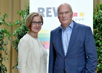 Landeshauptfrau Johanna Mikl-Leitner und Frank Hensel, Vorstandsvorsitzender der REWE International AG, bei der REWE-Regionalkonferenz in Wiener Neustadt (v.l.n.r.)