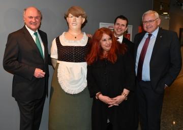 Eröffnung der Deix-Ausstellung im Art Room Würth in Böheimkirchen: Landeshauptmann Dr. Erwin Pröll, Witwe Marietta Deix, Geschäftsführer Alfred Wurmbrand und Bürgermeister Johann Hell. (v. l. n. r.)