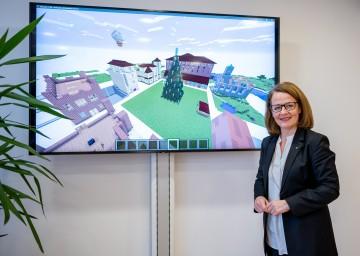Familien-Landesrätin Christiane Teschl-Hofmeister freut sich über den Erfolg der Adventaktion der NÖ Familienland GmbH.