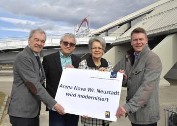 Im Bild von links nach rechts: ecoplus-Prokurist Mag. Gerhard Schmid, Arena Nova-Geschäftsführer Christoph Sigmund, Wirtschaftslandesrätin Dr. Petra Bohuslav,  Arena Nova-Geschäftsführer Gerald Stangl