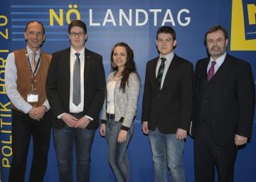 """Jugendenquete """"Politik hört zu\"""" im NÖ Landtag mit rund 200 Schülern: Landtagspräsident Ing. Hans Penz und Universitätsprofessor Dr. Peter Filzmaier konnten zahlreiche Teilnehmerinnen und Teilnehmer begrüßen."""